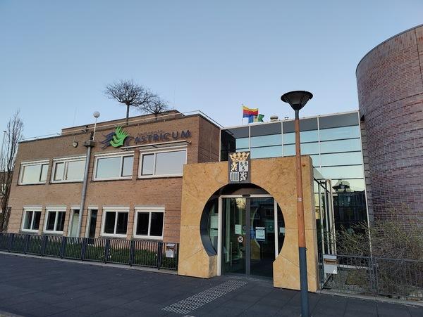 Het gemeentehuis © Nieuwsuitcastricum.nl