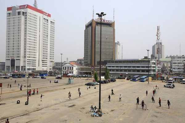 Late to fintech boom, Nigerian banks turn to regulators for help