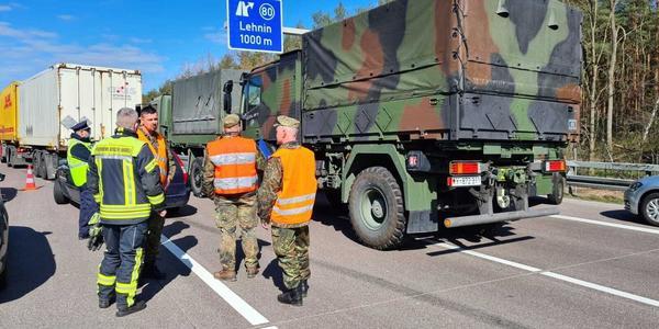 Zwei Bundeswehr-Soldaten sterben bei Unfall auf A2 bei Werder (Havel)