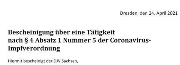 Schriftstück mit Wirkung: Der DJV Sachsen stellt Legitimations-Formulare aus.