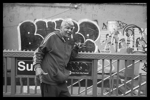 Take my picture, New York City, 28 October 2020. Taken during a street photography workshop.