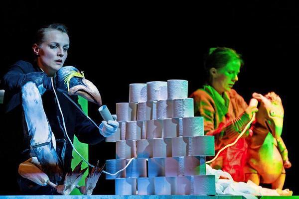 """Digital erleben: Das Theater der Jungen Welt zeigt das Puppenspiel """"Gordon und Tapir"""".Foto: Tom Schulze"""