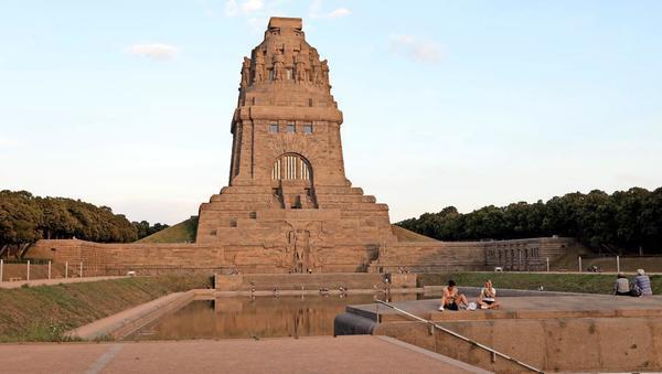 Das Völkerschlachtdenkmal ist 91 Meter hoch und eines der Wahrzeichen der Stadt Leipzig. Foto: Andre Kempner