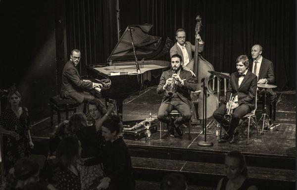 Declan Forde & His Orchestra sind digital aus dem Nikolaisaal zu erleben. Foto: promo