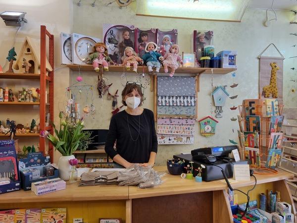 Anke Laube in ihrem Laden Kinderkram. Foto: Sarah Kugler