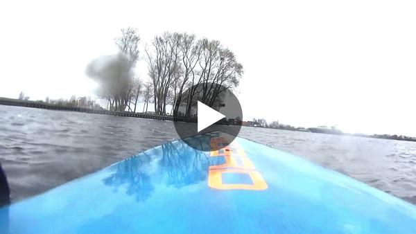 RIJPWETERING - Hugo ging peddelend van Rijpwetering naar de Kaag (video)
