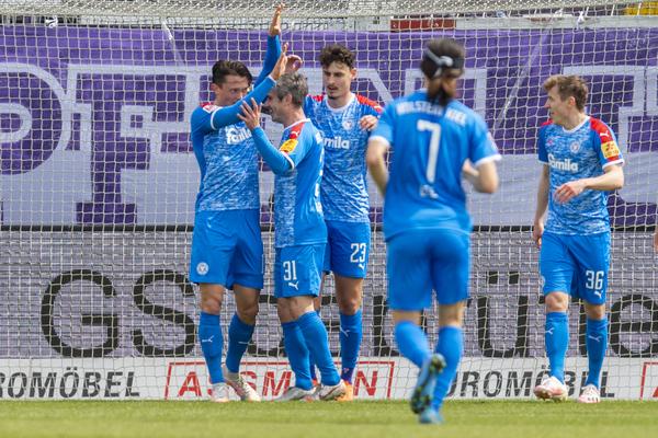 Die Spieler von Holstein Kiel würden gern heute auch im Pokal-Halbfinale jubeln.