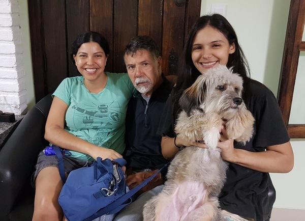 E agora a nossa família, eu, meu pai, Thaís e Bartozinho numa foto de 2018
