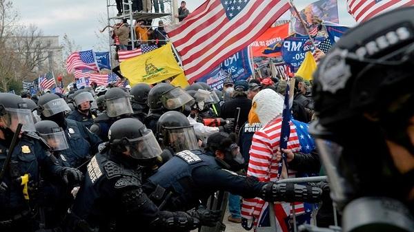 Manifestantes estadounidenses frente al Capitolio | Foto: AFP