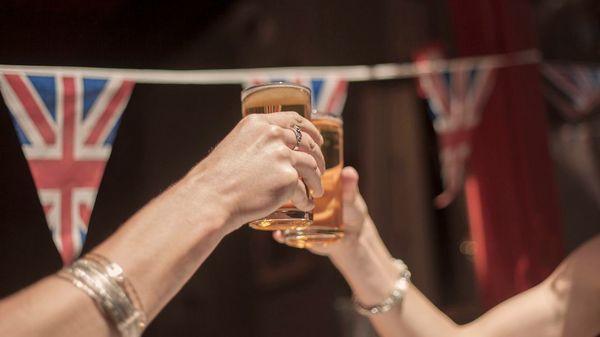 Durst unterschätzt: In britischen Pubs wird das Bier knapp