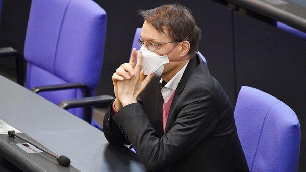 """Lauterbach zu Erleichterungen für Geimpfte: """"Auf einheitliche Lösung warten"""""""