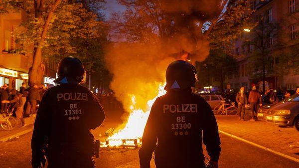 Mehr als 90verletzte Polizisten bei Maidemos in Berlin – Festnahmen auch in Hamburg