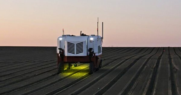 Farming Robot Kills 100,000 Weeds per Hour With Lasers