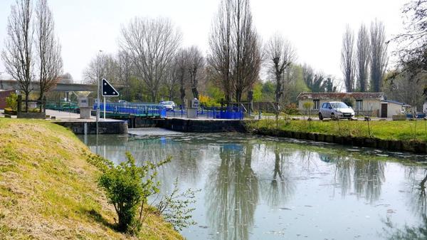 Une passerelle pour relier le port d'Haverskerque à Saint-Venant - Een voetgangersbrug om de rivierhaven van Haverskerque met Saint-Venant te verbinden