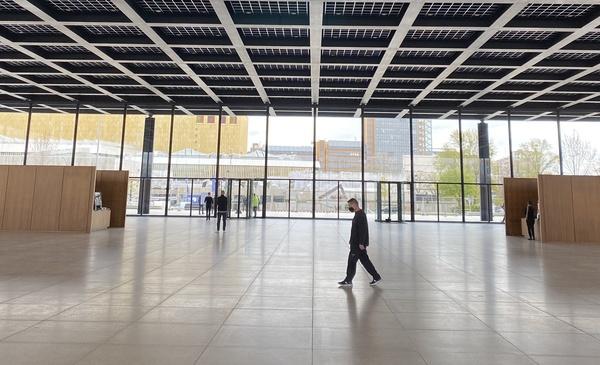 Die Neue Nationalgalerie mit Blick auf den Potsdamer Platz. Letzterer wurde nie Berlins Epizentrum, der Mies-Bau hat eher das Potenzial dazu