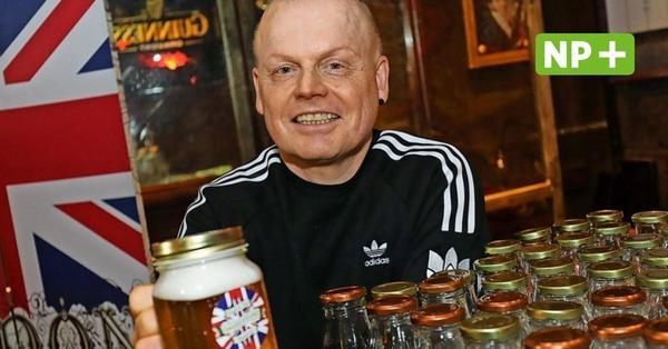 Hannover: Bernd Rodewald verkauft englisches Bier im Pub Shakespeare