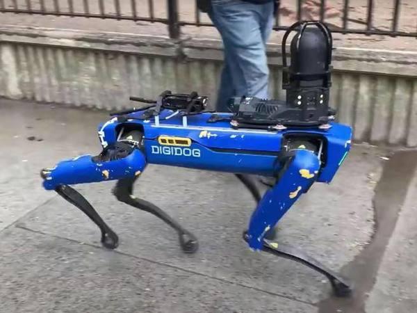 Spot, il cane robot di Boston Dynamics, è già stato «licenziato» dalla polizia di New York- Corriere.it