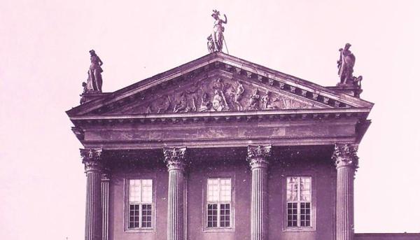Die Minerva stand bis 1945 in der Mitte des östlichen Kopfbaus zum Alten Markt. Foto: Archiv