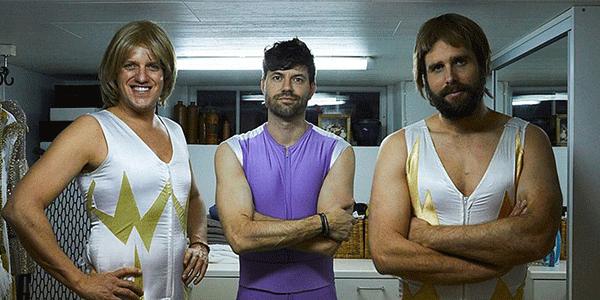 Kees Tol, Simon en Nick in Abba-uniform (bron: AVROTROS)