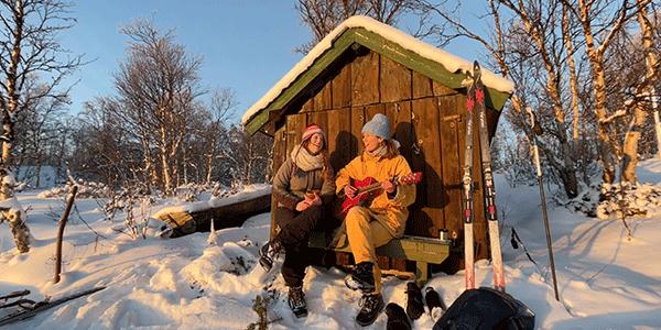 Maartje en Kine in Noorwegen (bron: NTR)