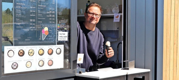 """Ralf Bielefeldt betreibt die """"Kleine Freiheit"""" am Hafen Teltow. Foto: Konstanze Kobel-Höller"""