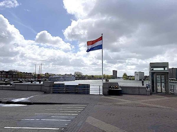 Hollandse luchten, Zaanse vlaggen... | De Orkaan