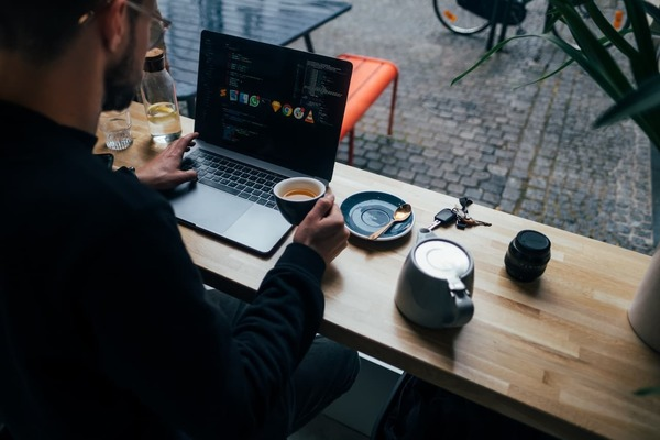 It's way harder to catch someone's attention when we're competing with thousand different things they can do on their computer–Photo by Jonas Leupe on Unsplash