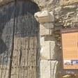 En marxa les obres de restauració de la porta d'entrada a la Col·legiata de Sant Pere d'Àger