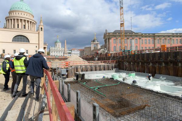 Nach langen Vorbereitungen beginnt nun der Rohbau der Gebäude im Block III in Potsdams Innenstadt. Foto: Bernd Gartenschläger