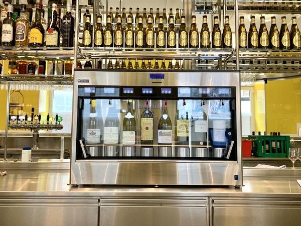 Enomatic Elite 2.5 vindispenser med high-end vine i Café Dan Turell, Store Regnegade, København K