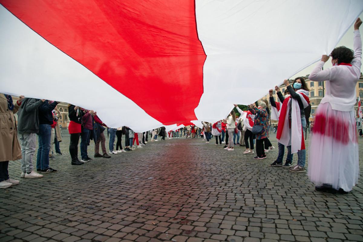 Manifestation pacifique au Bélarus. Photo : nachedeu.com