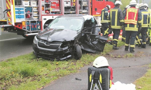 Autofahrerin bei Unfall im Wagen eingeklemmt - Heidekreis - Walsroder Zeitung
