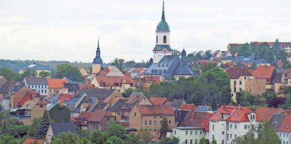 Von oben lässt sich ein schöner Ausblick auf Roßwein erhaschen. Dort lohnen Rathaus und Stadtkirche einen Besuch. Foto: Frank Wehrmeister
