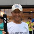 Le champion du monde de l'Ironman âgé de 85 ans