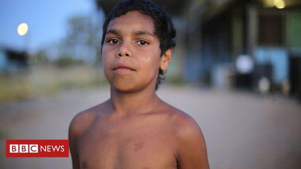 The 'smart and cheeky' Aboriginal boy teaching Australia a lesson - BBC News