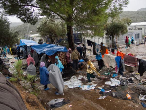 Frontex 'mislabelling minors as adults' on Greek islands