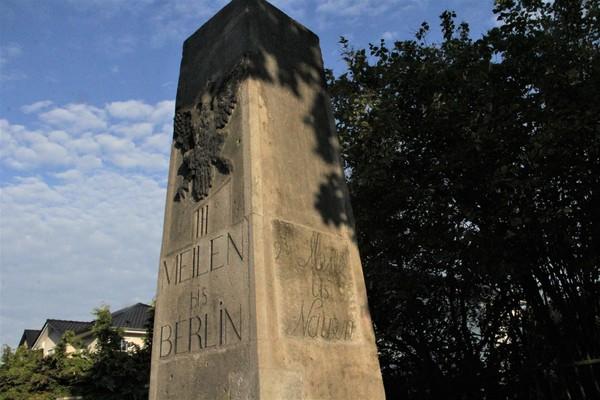 Wo steht dieser preußische Chausseemeilenstein? (Foto: Marlies Schnaibel)