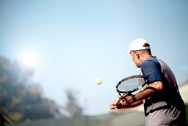 3 einfache Wege, um einen Slice taktisch clever einzustreuen – Mitko Tennis
