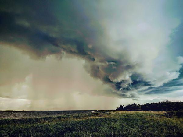 Gewitterwolken über dem Greifswalder Bodden (Foto: Kevin Dentz)
