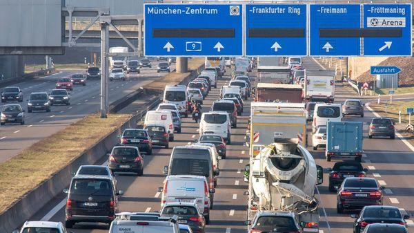 Umfrage: Deutsche setzen in der Pandemie aufs Auto