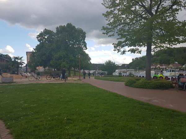 Am Weserufer in Hameln beginnt die Rundtour. (Foto: Bernd Haase)
