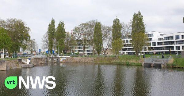 Nouveau pont pour piétons et cyclistes sur le canal à Furnes - Nieuwe brug voor voetgangers en fietsers over Lovaart in Veurne