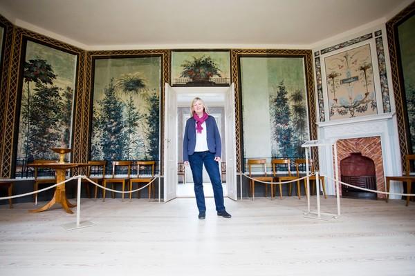 Evelyn Friedrich freut sich auf die Besucher des Schlosses Paretz. (Foto: Julius Frick)
