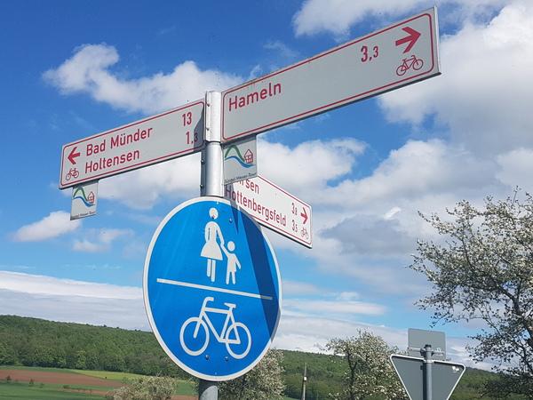 Das Signet der Route zeigt schon, dass es nicht immer eben zugeht. (Foto: Bernd Haase)