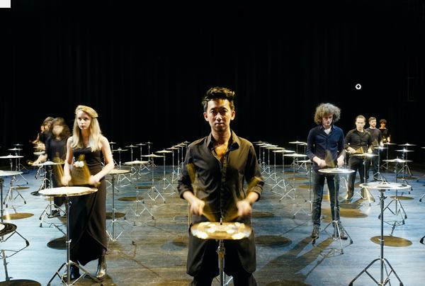 """Die Produktion """"100 Cymbals"""" wird in der DHC-Halle zu sehen sein. (Foto: Henri Vogt)"""
