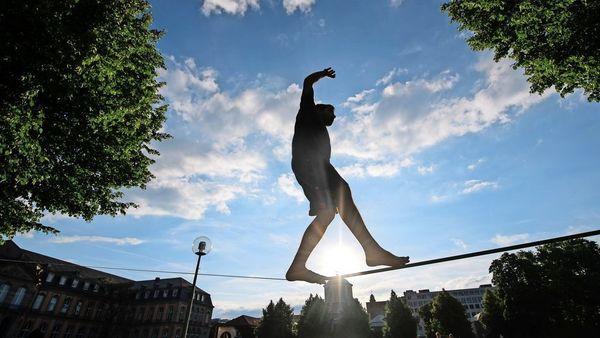 Großer Spaß in kleiner Höhe: Experte gibt Tipps für Slacklineanfänger