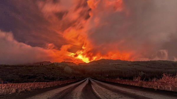 Vulkane Ätna und Stromboli brechen am selben Tag in Italien aus
