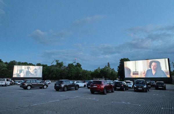 Filme auf Großleinwand sehen kann man über Pfingsten im Autokino auf der Alten Messe oder auf der Rennstrecke des Porsche-Werks. Foto: Christian Modla