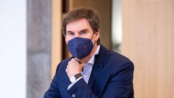 Carsten Maschmeyer wird auf Schadenersatz in Millionenhöhe verklagt