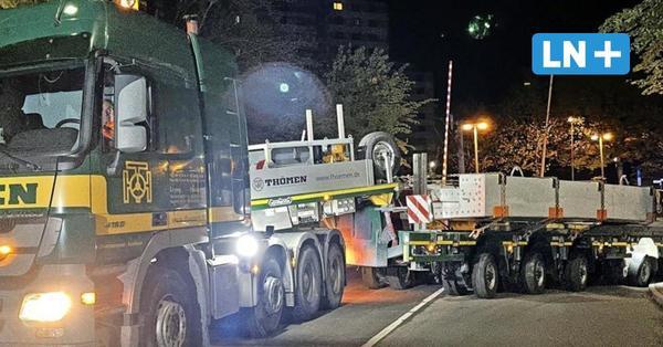 Schwertransport in der Nacht: So kam die tonnenschwere Brücke nach Reinfeld